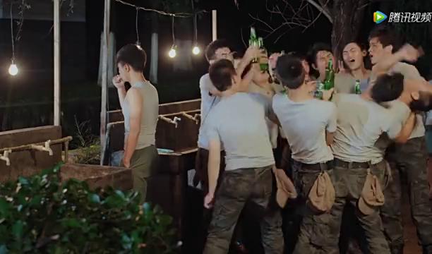电编班的同学们喝大了,一起磕头结拜要做兄弟,全便宜了毕十三
