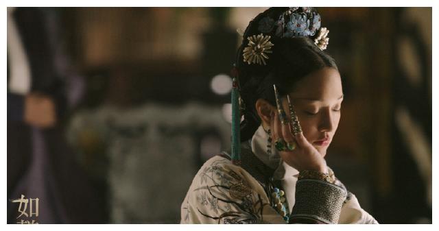 令妃去世,乾隆坐在如懿灵位前,拿出一件宝物:你一定认得