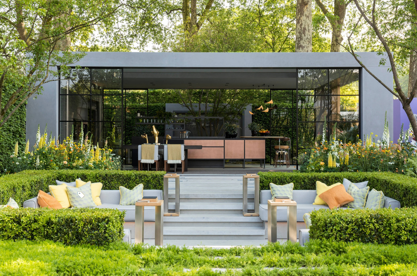 庭院设计:满园绿色关不住!一个简约唯美的下沉式别墅花园图片