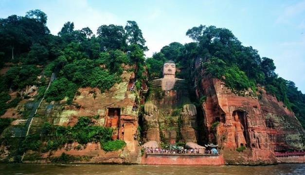 世界上最高的一座佛像,比乐山大佛还高17米,重达700吨