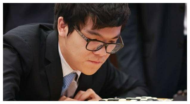 柯洁嘲讽女星惹争议,11岁夺围棋世界冠军,保送清华自主创业