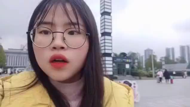 女大学生从成都坐车去重庆就是为了去找好朋友开启假期旅行