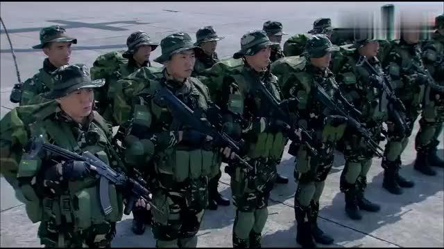 火凤凰:特战小队准备出任务,猎鹰想起了儿子,好久没打电话了!