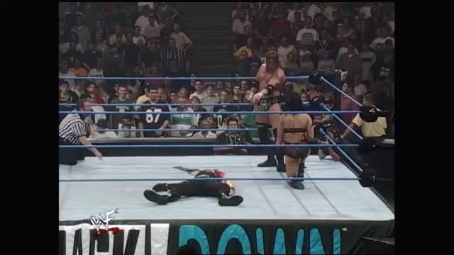 WWE凯恩即将被HHH处决关键时刻大秀哥送葬者锤下留人