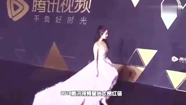 杨幂星光大赏红毯造型曝光粉色拖尾羽毛长裙仙气弥漫