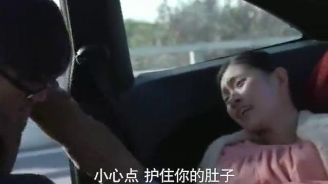 高速路上发生车祸,产妇路边产子,看女主和男主如何应对