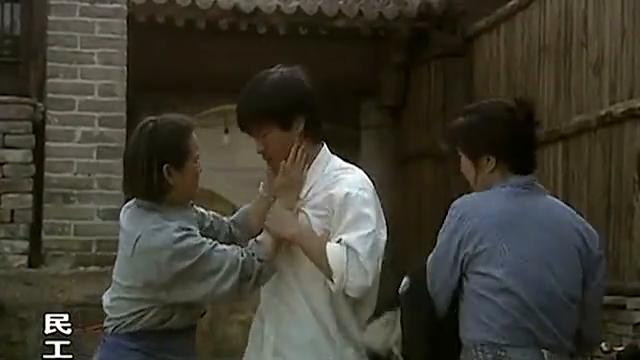 陈思诚没能考上大学伤心的很,母亲奶奶挨个安慰他