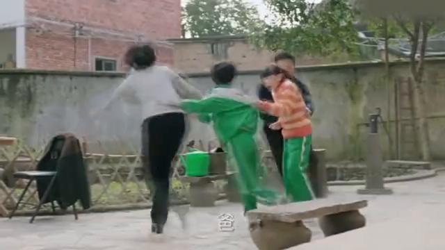 陈江河假装要扔玉珠,不料儿子这反应,夫妻俩蒙了