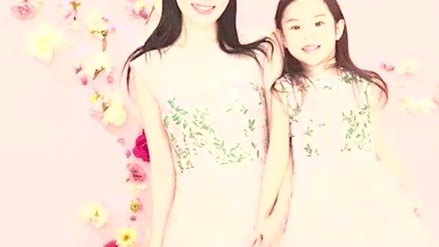 李小璐与女儿营业跳舞母女动作不协调网友担心甜馨被带偏