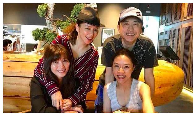 张嘉欣罕见和徐若瑄关颖合影,可哈林为什么每次都笑得那么幸福?