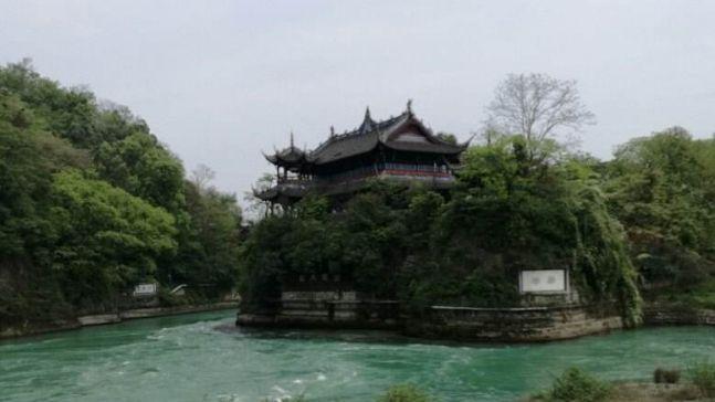 它是举世闻名的中国古代水利工程,气势雄伟景色迷人,网友:壮观