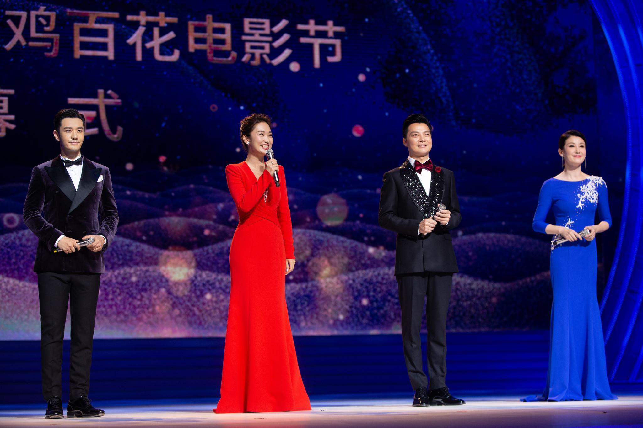 黄晓明跨界挑战金鸡百花电影节主持 丝绒西服造型儒雅绅士