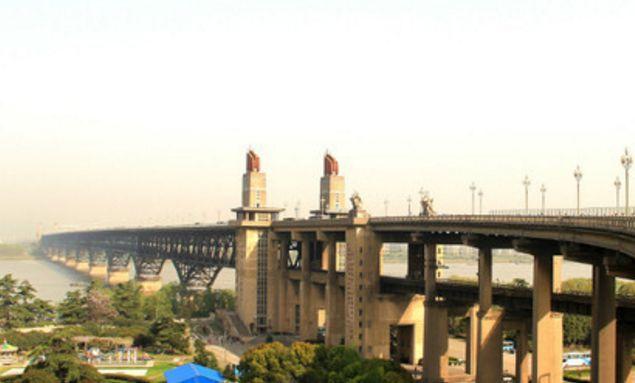 旅游:南京长江大桥——南京市的地标之一,具有重要历史意义