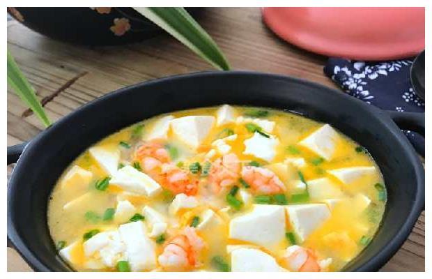 营养美味虾咸蛋黄豆腐汤
