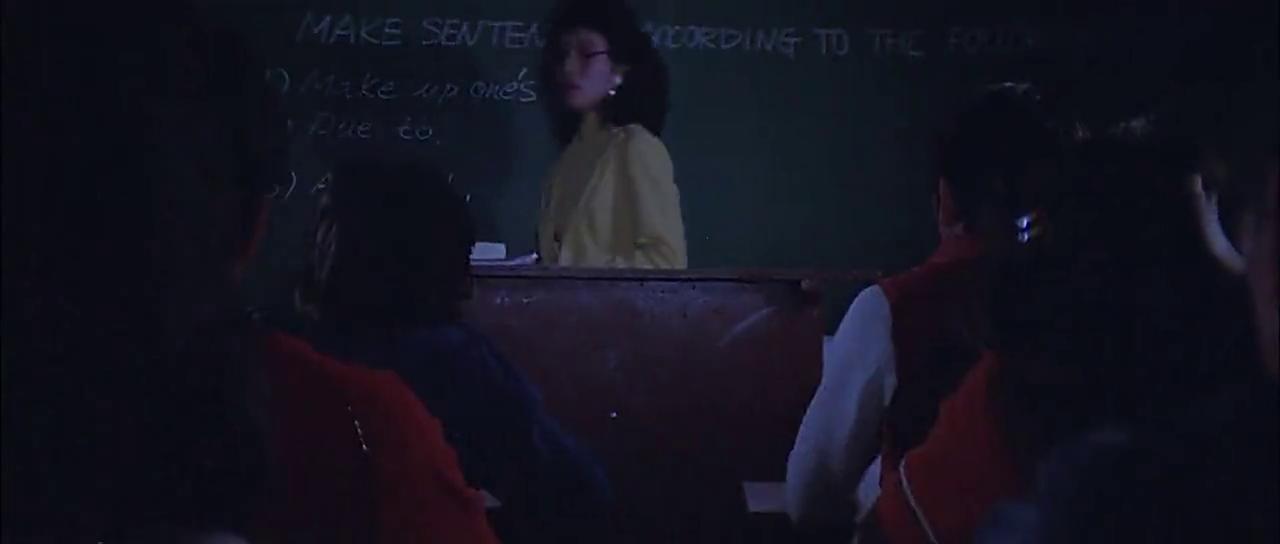 夏老师学生英语考试作弊被抓,当场被老师撕毁试卷