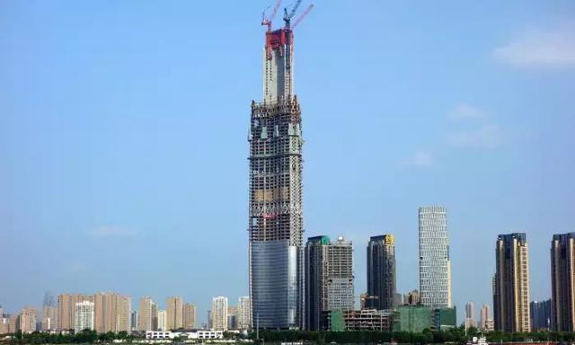 600米高楼为啥不会倒塌,底下的承重柱有多厉害?看建筑师咋说