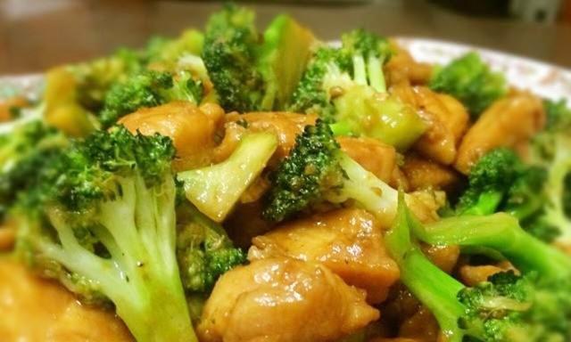 西兰花炒鸡丁是一道家常小菜,特别适合夏天饮食清淡的好菜