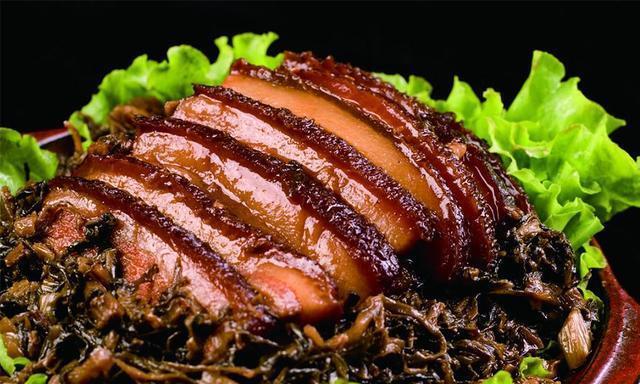 五花肉怎么做好吃,梅菜扣肉就很好吃,香菇笋干炖肉很下饭