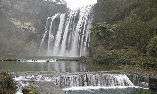 黄果树瀑布:天上银河白虎踏,镇宁潭水巨龙腾
