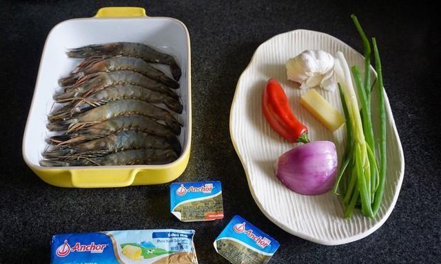 黄油蒜蓉煎大虾:让孩子连汤汁都想喝的做法