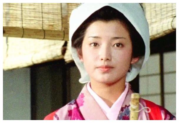 日本电影女主演们,都表现出特有的被虐倾向,山口百惠也不例外!