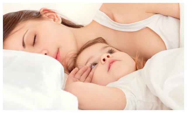 孩子爱摸妈妈的乳房怎么办?看完这3个方法,你就不焦虑了