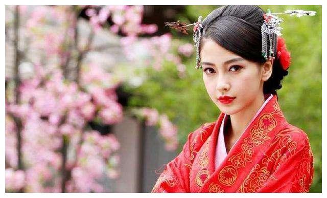 因为女主毁掉一部剧,杨颖独占两部,第三位是个阴影。