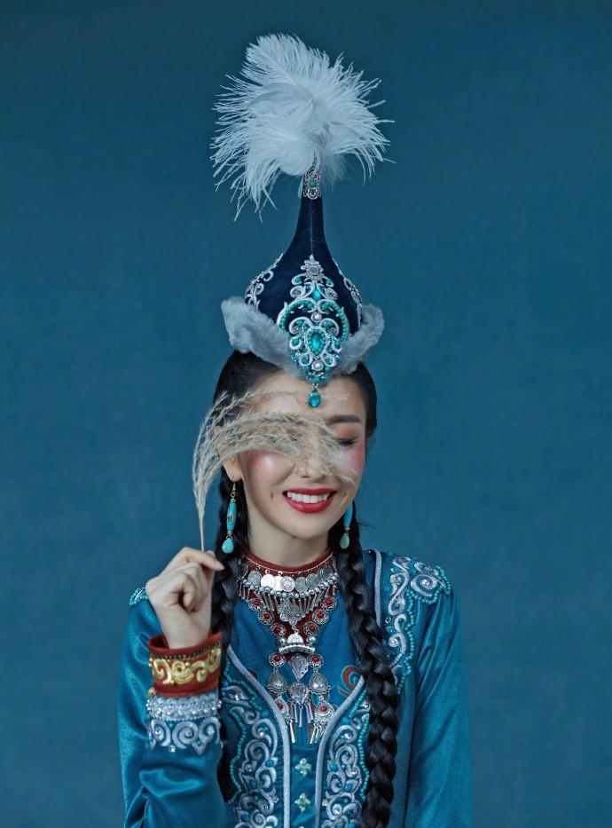 新疆美女佟丽娅异域风情笑容魅惑勾人性感写真