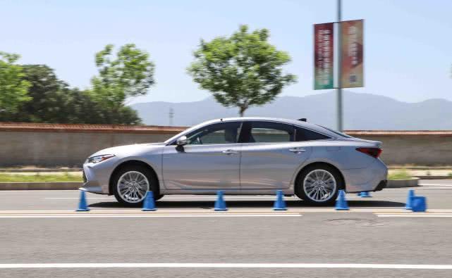 一汽丰田亚洲龙性能实测,丝般顺滑的换挡体验
