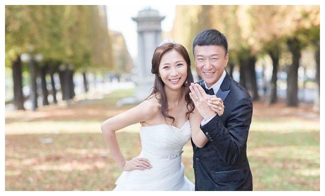 孙红雷与小15岁娇妻近照,王骏迪参加过环球小姐,素颜美如画!