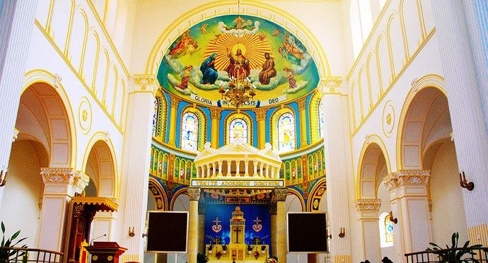 国内最漂亮的教堂,拍婚纱照首选之地,你想在这里举行婚礼吗?
