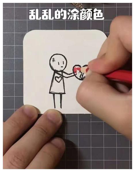 小姐姐在纸上画圈圈,本以为是青铜画手,看到最后:心在滴血!