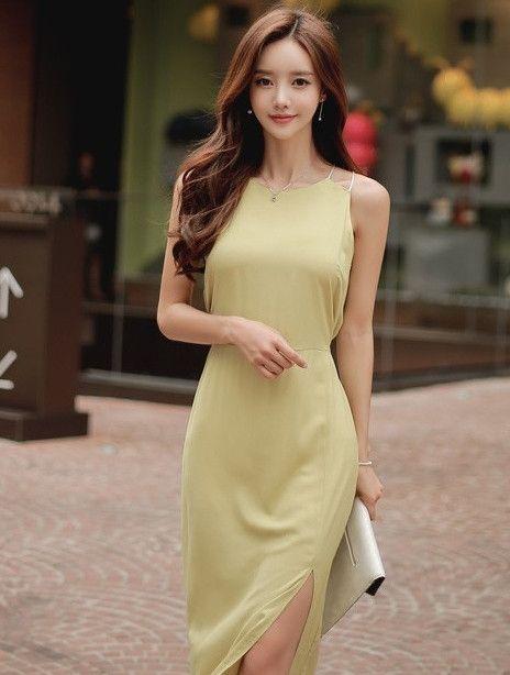 美女名模:连衣裙开衩的设计精致,曼妙的身姿被完美展现!