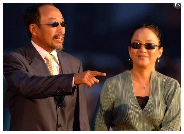 孙海英和现任妻子同框,儿子摔成瘫痪夭折,比杨子夫妇强不少