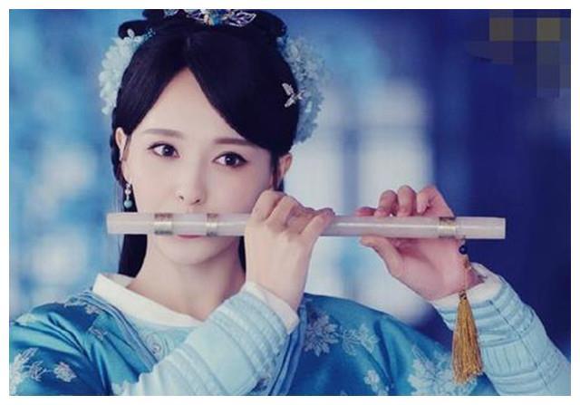 古装剧中女星吹笛子:钟欣潼太仙,宁心最美,而她是来搞笑的?