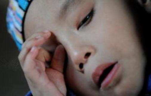 男娃3岁还说不清话,婆婆称说话晚有福气,医生1言让妈妈崩溃