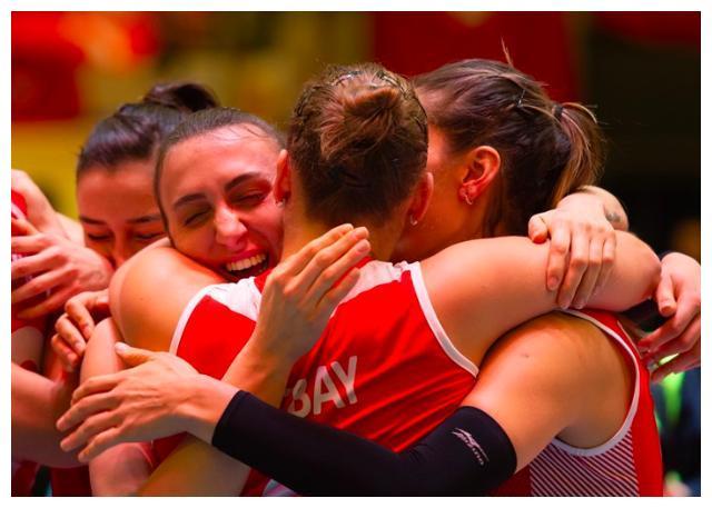 中国女排奥运小组赛最后1个对手出炉!朱婷恩师俯冲滑跪疯狂庆祝