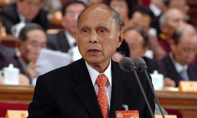 霍英东身为香港百亿富商,为何立下家规,子孙后人不得经商?