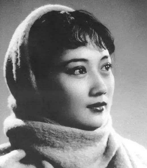 """她有纯天然的美,她是在世表演艺术家发行邮票""""小型张""""第一人"""