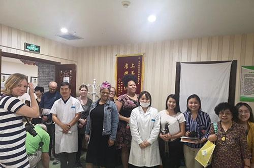 美国艾维诺大学访华团赴北京康迈医院中医文化学术交流