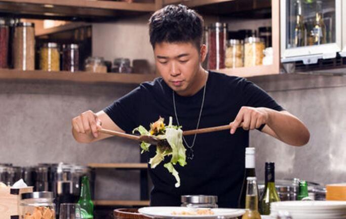 杜海涛餐厅七人腹泻就医,摊上事了,餐厅表示会协商处理接受检测