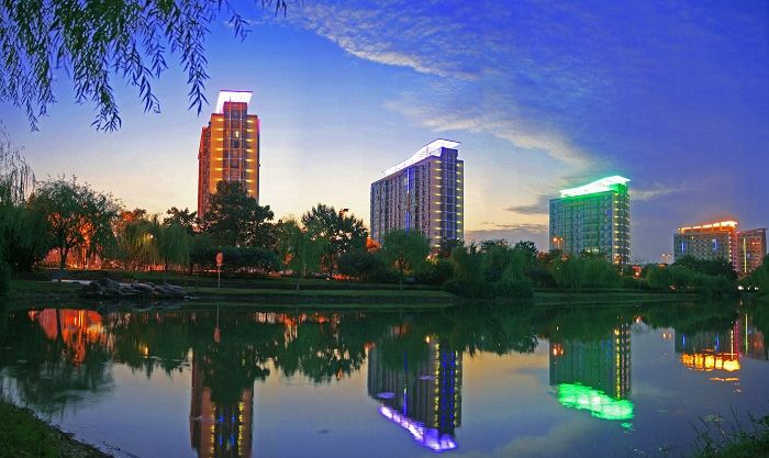 """江苏省最发达的县级市,不是昆山,天下第一村""""华西村""""就在此地"""