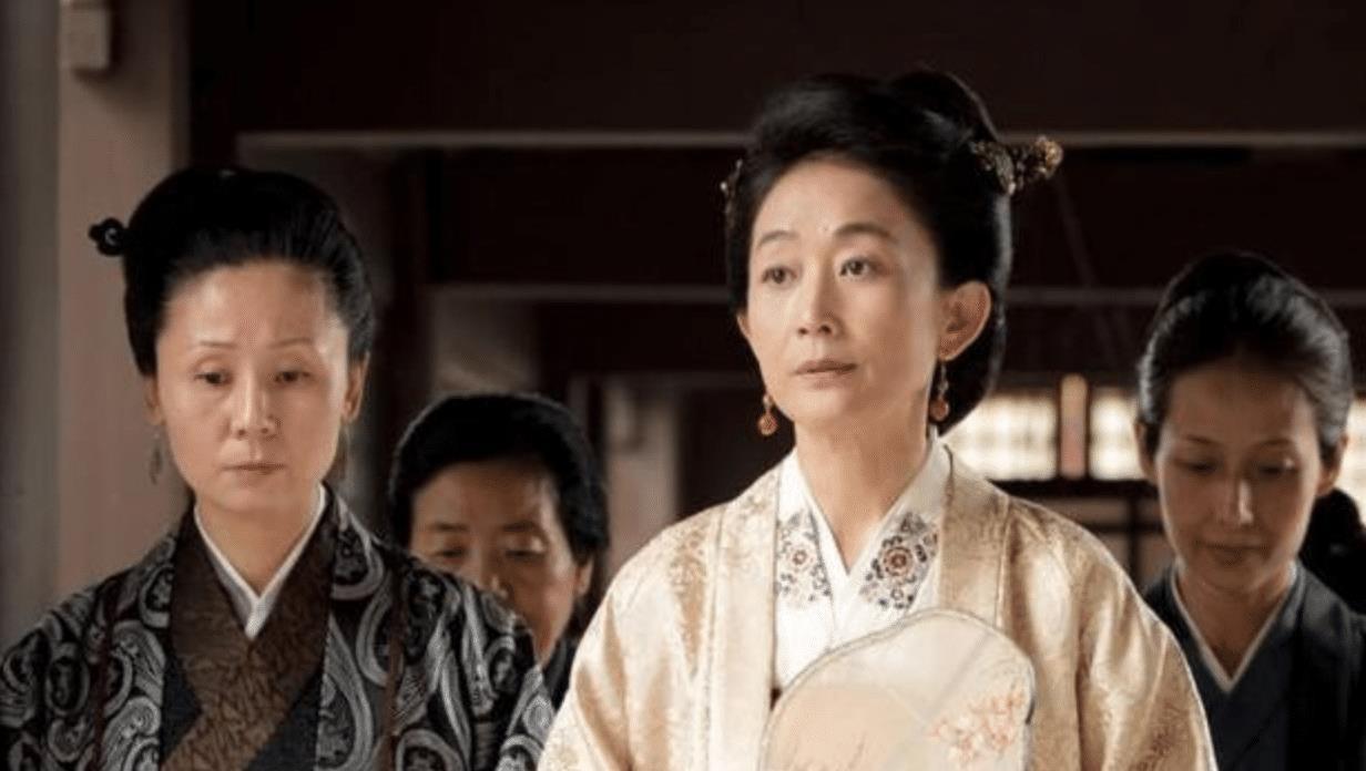 而小公爷(朱一龙 饰)的母亲平宁郡主(陈瑾 饰),作为阻止小公爷和明兰