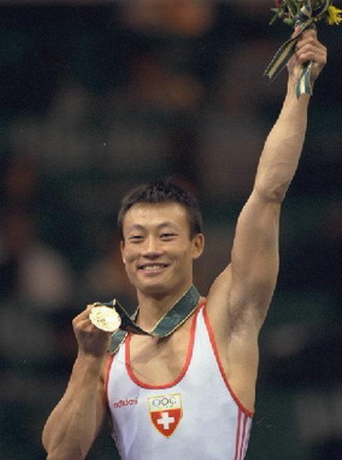 他的天赋媲美李宁,娶瑞士姑娘被迫离开国家队,成瑞士国宝运动员