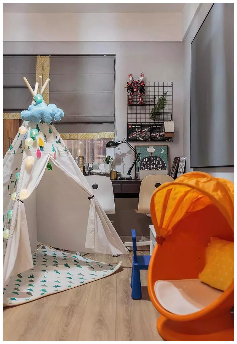 书房靠窗布置一排双人办公台,摆着休闲沙发,还有一个童趣的小帐篷机械设计生时候考试图片