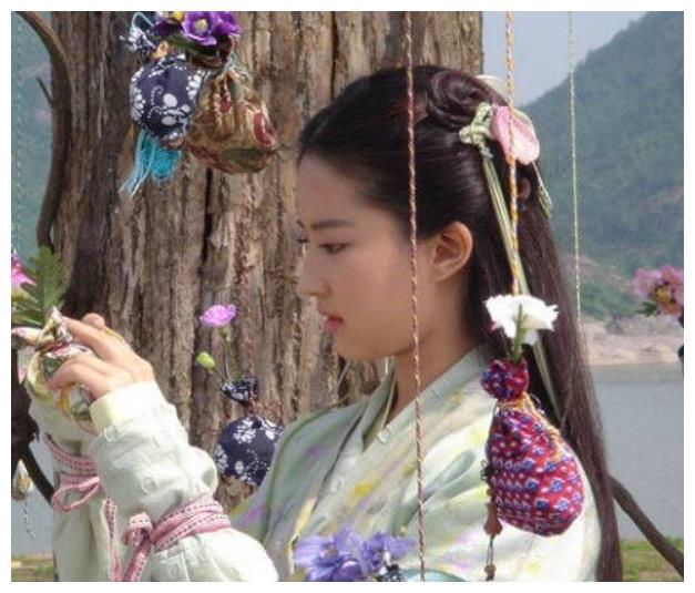 公认颜值逆天的4大女星:刘亦菲才排第四,王子文第三