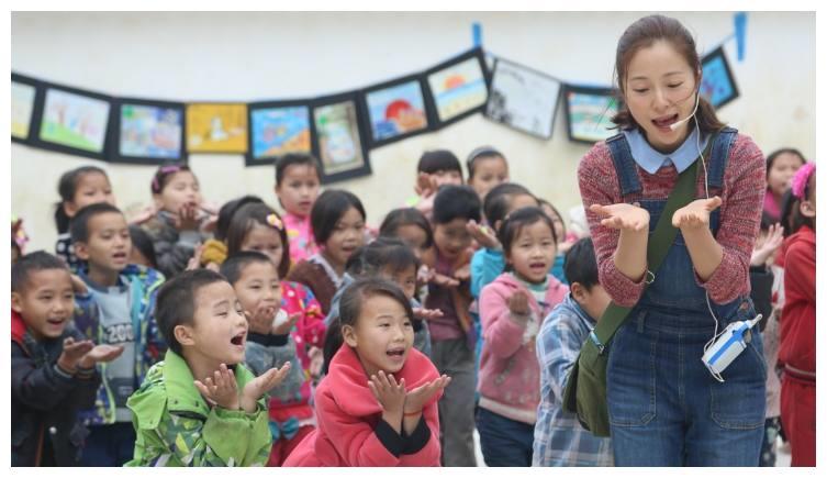 她是陈坤的班长,因为冻死在垃圾桶的五个孩子,退出娱乐圈做公益