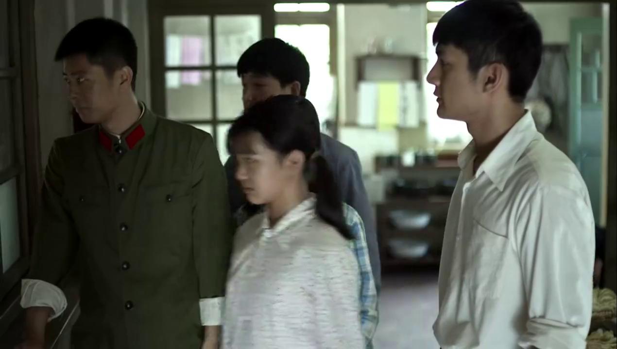 江昌义来了,打乱了家庭聚会,亚宁赶紧请德华姑姑来
