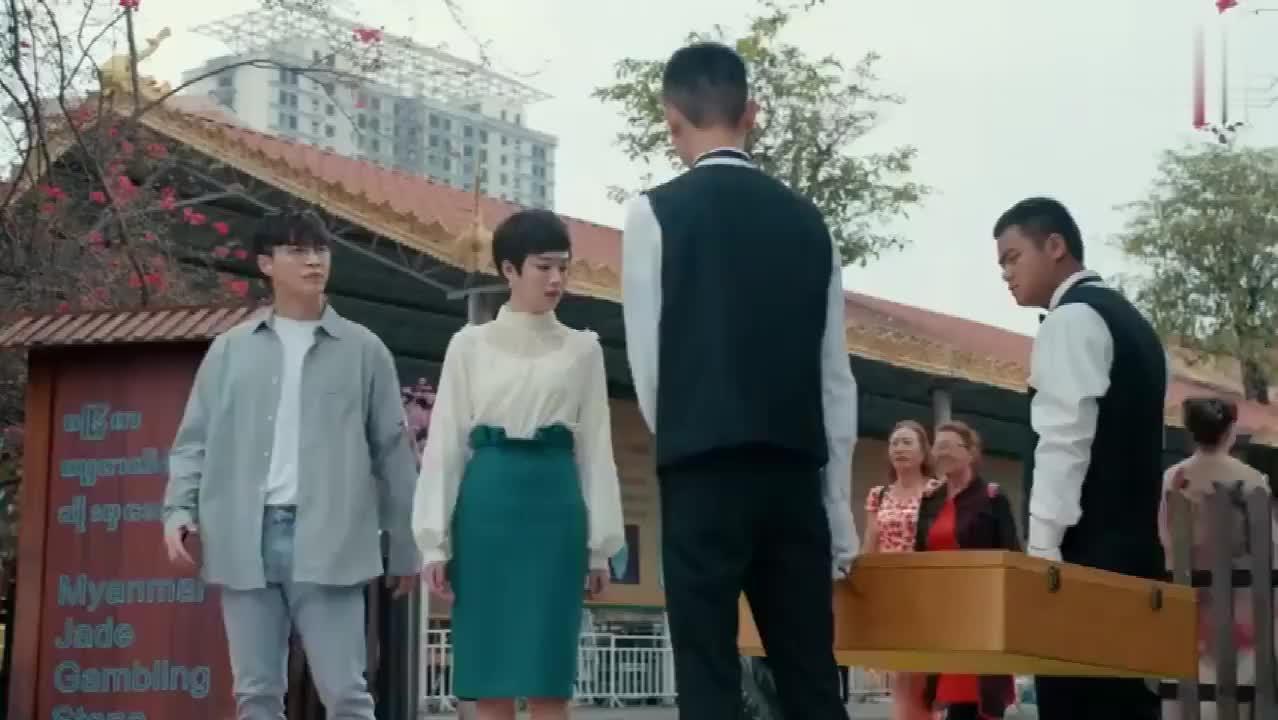 《黄金瞳》庄睿送给秦萱冰竖琴,希望她可以拥有自己的幸福