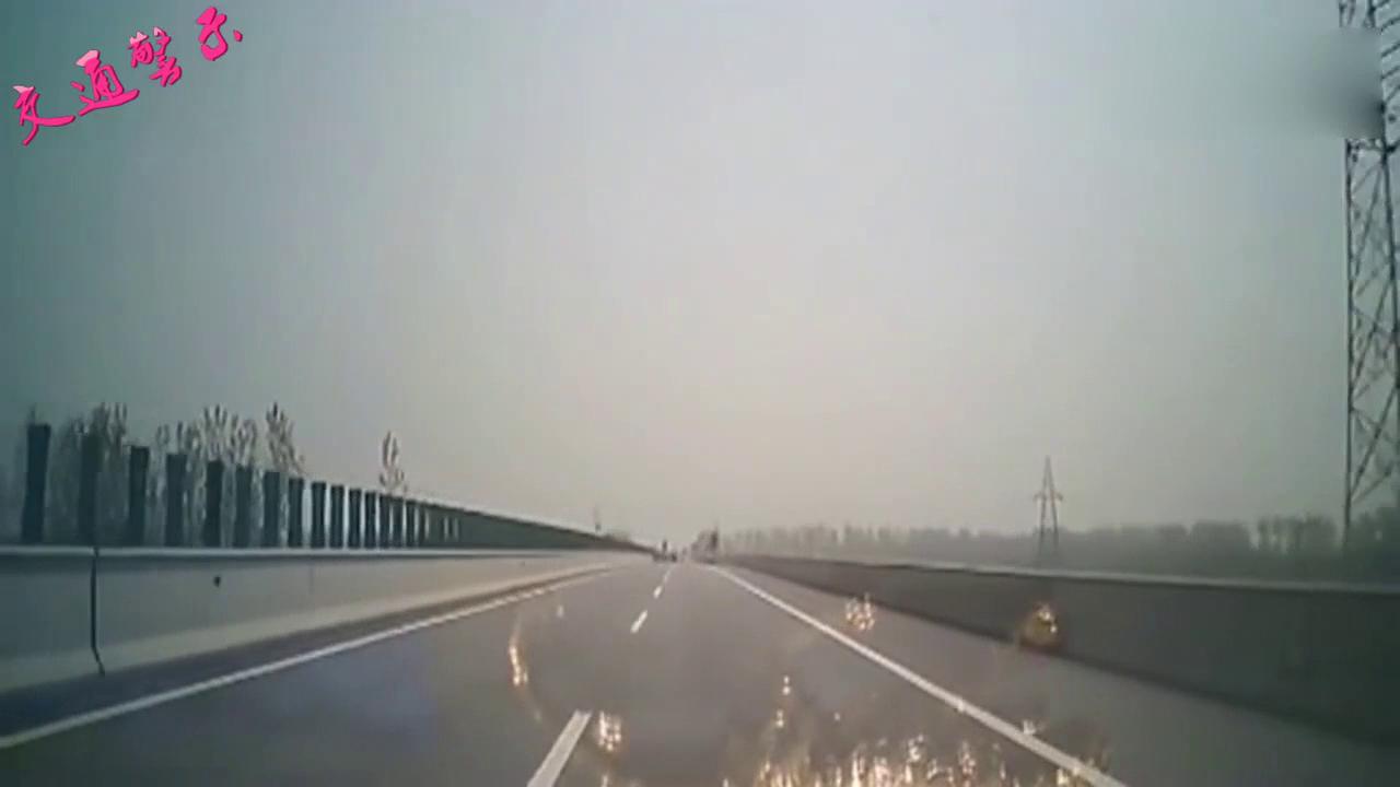 视频:车辆失控是怎样的姿势?实拍荣威W5失控后翻出数十米!